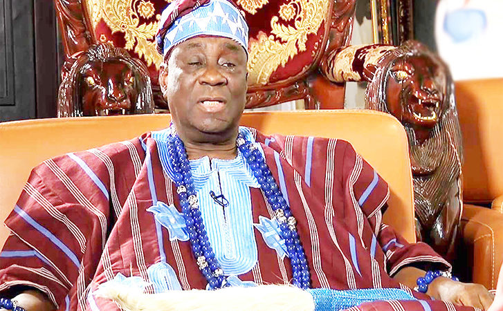 Ruling Family Vows To Lay Curses On Hoodlums As They Cart Away Oba Of Lagos's Staff Of Office