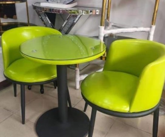 Chef Shares Photos Of The Furniture She Ordered For Her Restaurant And What Was Delivered