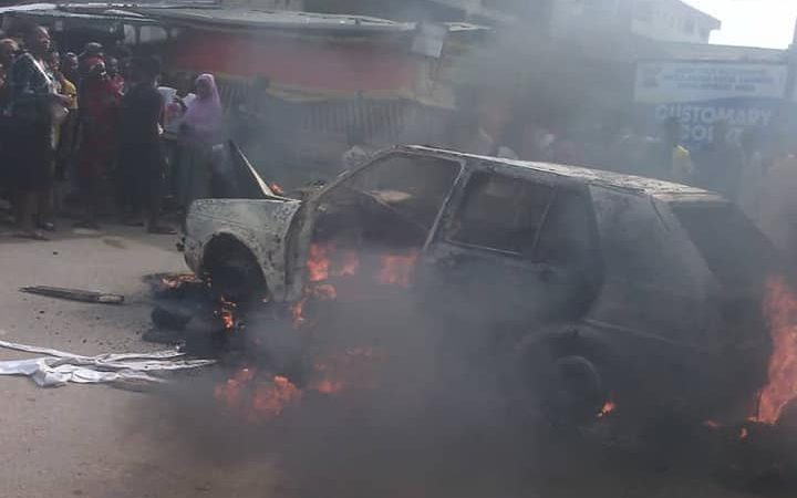 Irate Youth Set Ablaze Suspected Kidnapper In Agege