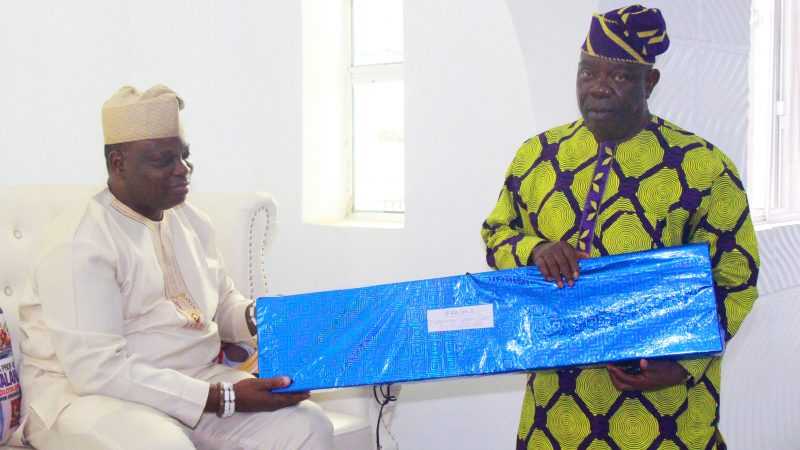 National Body Of Iganmode Grammar School, Ota Old Students Association Presents Gift To Olota In Commemoration Of His 55th Birthday
