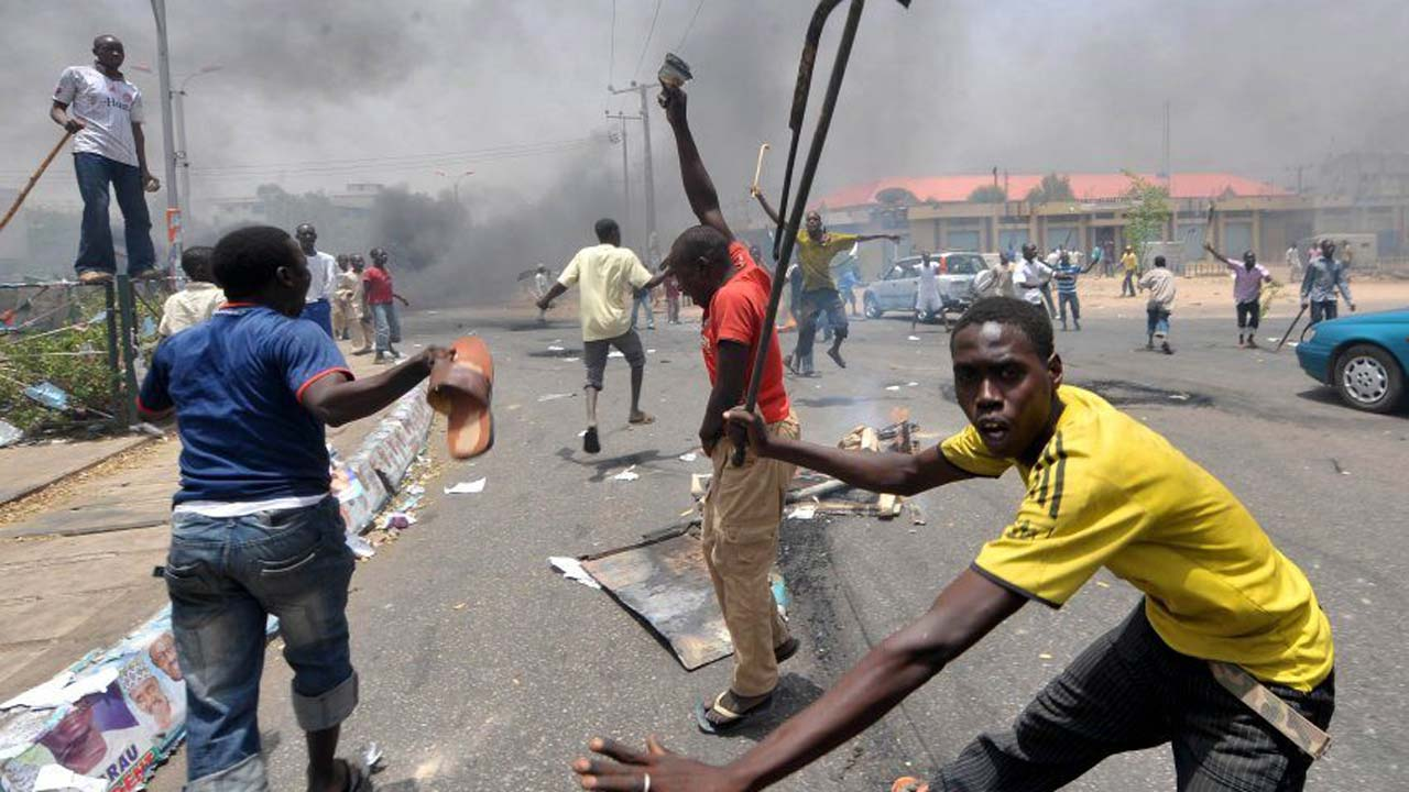 Hoodlums Attack Police Checkpoint In Itele-Ota Road, Injure Officer, Cart Away Rifle